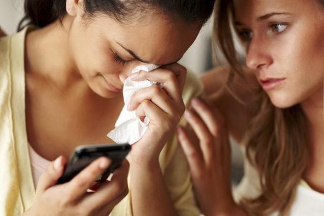 Як підтримати подругу, яка розлучилася з хлопцем: способи