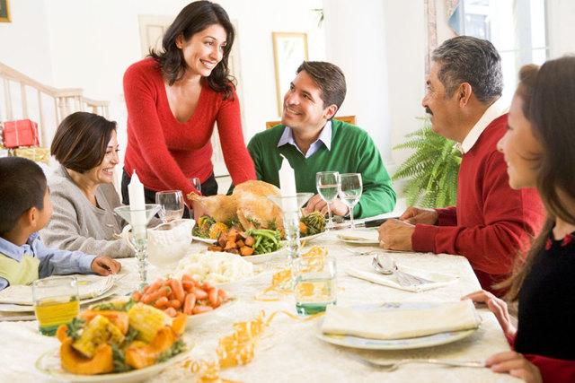 Знайомство з батьками хлопця: що подарувати, надіти, як себе вести