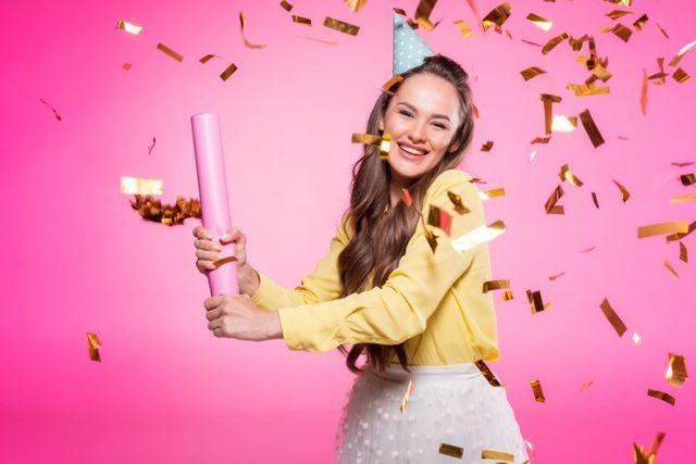 Що подарувати дівчині на 18 років: ідеї для всіх випадків