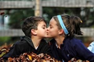 Як сподобатися хлопчикові: способи закохати хлопця будь-якого віку