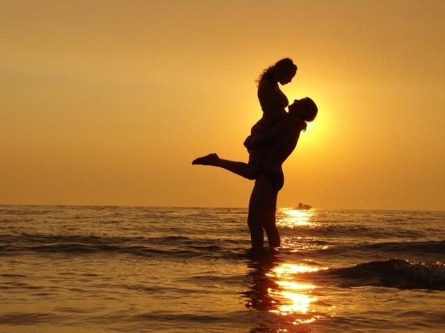 Закохався в заміжню дівчину: що робити в такій ситуації