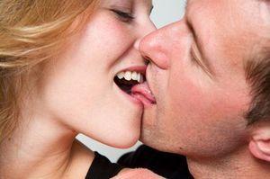 Поцілунок взасос: техніки і способи, поради хлопцям і дівчатам