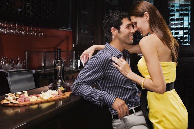Які жінки подобаються чоловікам-Скорпіонам: ознаки почуттів