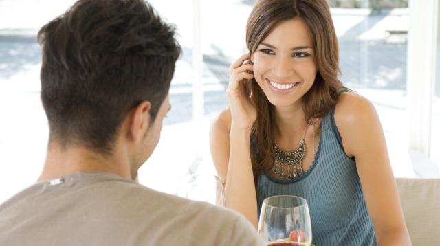 Як зрозуміти, що дівчина тебе хоче: ознаки порушення