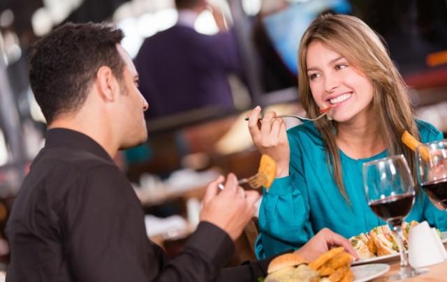 Як вести себе на першому побаченні з чоловіком: корисні поради