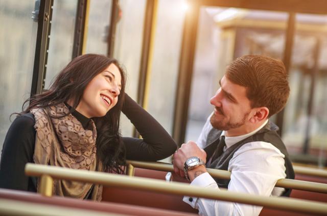 Як привернути увагу чоловіка: прості і секретні методи