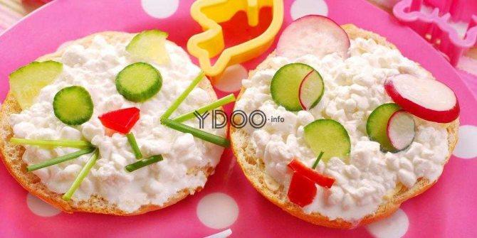 дитячі бутерброди з булочок і сирної маси