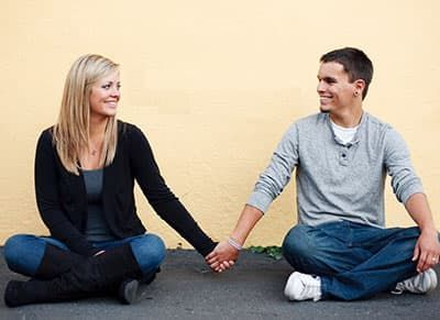 Як зробити так, щоб хлопець в тебе закохався: 3 етапу