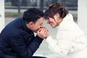 Як зрозуміти, що ти подобаєшся одруженого чоловіка: точні ознаки