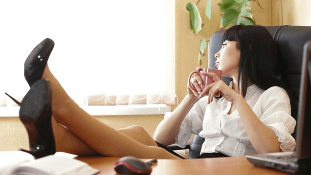 Чому чоловік ігнорує жінку, яка йому подобається: причини