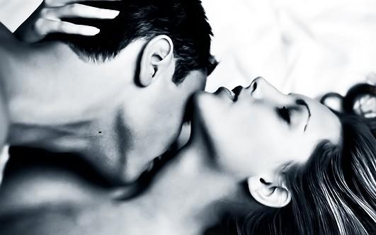 Поцілунки в шию: значення для дівчини, як правильно цілувати