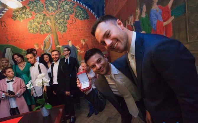 Фото Євген Бороденко з Камеді Вумен одружився на чоловікові