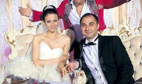 Фото з весілля Деміса Карібідіса