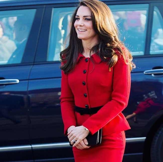 Кейт Міддлтон в червоному костюмі двійка