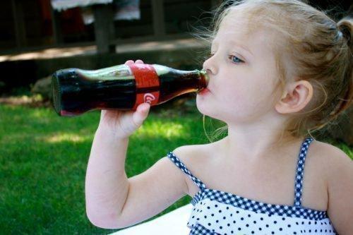 Кока-кола забарвлює мову у дітей