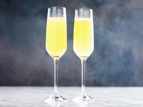Коктейль «Мімоза» -коктейль з шампанським і апельсиновим лікером