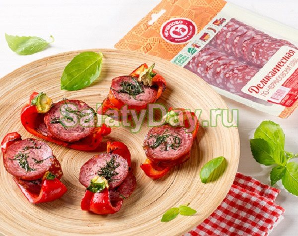 Ковбаса і помідори на багатті