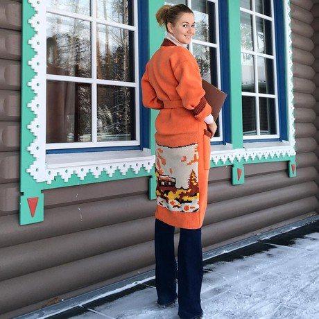 Марія Кожевнікова: «Для мене зв'язали нереально теплий і яскравий кардиган. На вулиці -17, а мені не холодно. Піду свого Діда Мороза біля ялинки шукати, якщо звичайно, він вже додому не поїхав »