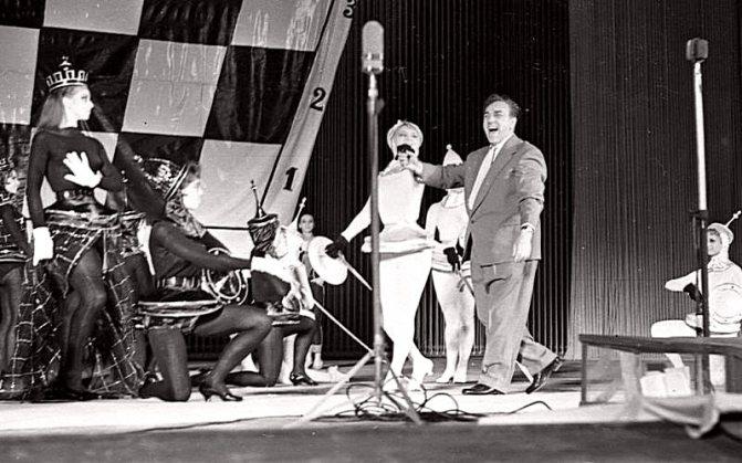 Московський Мюзік-хол. Сцена з вистави «Коли спалахують зірки». 1960 рік