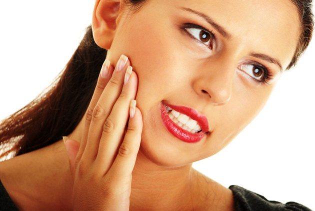 після уколу в ясна пацієнт відчуває оніміння в області ін'єкції