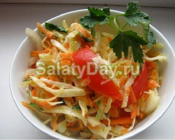 Салат до шашлику з капустою і помідорами