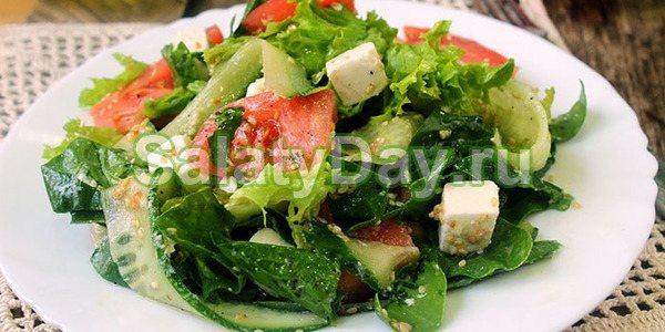 Салат зі свіжими овочами і сиром «Фета»