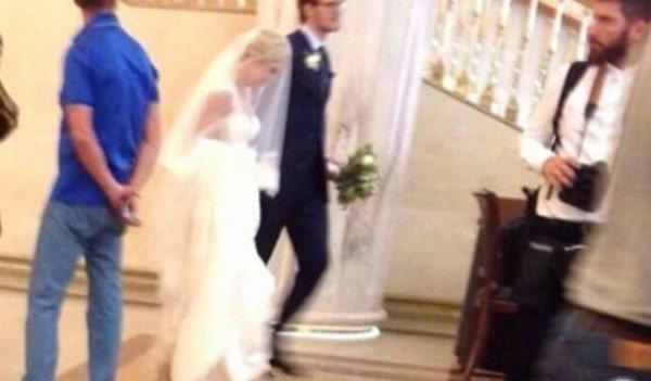 Весільне фото відомого хокеїста і його дружини